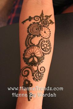 Steam punk clockwork gears henna design! Would also make a sweet tattoo!!