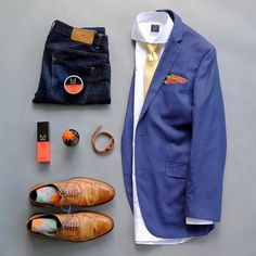 Going with business casual with colors that aren't worn much ...yellow and orange. Working with these colors is tough but if done right you can look stylish. Tie: @martindingman1990 Pocket Square: @lovelylapels Wrist Wrap: @martindingman1990 Socks: @vybesocks Shirt: @standardshirt Essentials: @mitchtheman Wingtip Shoes: @mercantishoes Raw Denim: @loyalcollective Blazer: @perryellis =========================================================================================================