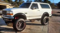 I'd like to do this to my '93 Ford Bronco. It's white so it could look just like this :)