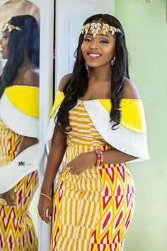 Look Stunning, Slinky & Hot With The Latest Kente Styles Latest African Fashion Dresses, African Dresses For Women, African Print Fashion, Africa Fashion, African Attire, African Women, African Clothes, African Traditional Dresses, Traditional Outfits