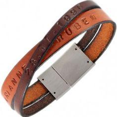 Leren Naam Armband Diy Bracelets And Anklets, Bracelets For Men, Leather Label, Leather Art, Diy Leather Bracelet, Leather Jewelry, Alternative Wedding Rings, Metal Stamping, Letterpress