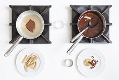 Le pere al cioccolato semplici e con pochi grassi. Taglia a filetti, rosola in padella, crea la salsa sui condi di cottura, dopo aver buttato i grassi.