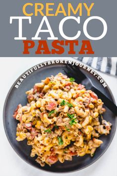 Cheesy, creamy, easy and on the table in under 30 minutes. This Creamy Taco Pa… Cheesy, creamy, easy and on the table in under 30 minutes. This Creamy Taco Pasta is perfect for a weeknight dinner and makes great leftovers! Yummy Pasta Recipes, Casserole Recipes, Meat Recipes, Mexican Food Recipes, Salad Recipes, Dinner Recipes, Cooking Recipes, Leftovers Recipes, Skillet Recipes