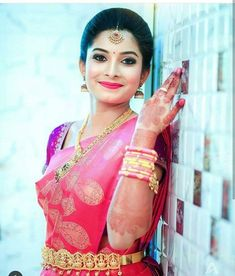 : South Indian Bridal Saree draped with bridal makeup and B-: South Indian Bridal Saree drapiert mit Braut Make-up und Bridal Watch andere : South Indian Bridal Saree draped with bridal makeup and bridal watch others # … # others up - Indian Bride Poses, South Indian Bride Hairstyle, Indian Wedding Photography Poses, Indian Bridal Hairstyles, Wedding Hairstyles, Makeup Photography, Food Photography, Office Hairstyles, Anime Hairstyles