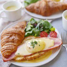 レンチンでとろとろ卵♪クロワッサンのエッグベネティクト - macaroni