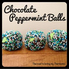 These Chocolate Peppermint Balls are no bake and easy to make. We have also included Chocolate Peppermint Balls Thermomix video tutorial for you. Best Christmas Recipes, Christmas Treats, No Bake Cookie Balls Recipe, Bellini Recipe, Mint Cake, Xmas Food, Savory Snacks, Biscuit Recipe, Holiday Baking
