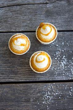 Vaniljcupcakes med smörkolafyllning / Cupcakes / Smörkola - made by Helle