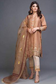 Aks (Two Piece - Restocked) Pakistani Fashion Party Wear, Pakistani Formal Dresses, Pakistani Wedding Outfits, Pakistani Dress Design, Indian Fashion, Pakistani Clothing, Pakistani Couture, Women's Fashion, Bridal Outfits