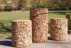 Mesa y asientos recubiertos de #corcho, ¿te animas a redecorar tu jardín?