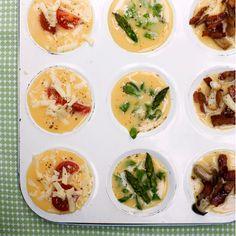 Met deze minihapjes zul je absoluut indruk maken tijdens de brunch of lunch. Vul het eimengsel aan met jouw lievelingsingredienten en geef je eigen twist aan dit gerecht. Wij gebruiken bijvoorbeeld asperges, champignons en kerstomaatjes.  ...