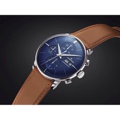 A modern but elegant play of colors: The night blue watch face of the Meister Chronoscope unfolds an even more impressive effect in combination with the cognac colored leather strap. We can't get enough of it, can you? #junghans #junghansgermany #style #fashion #watch #instawatch #dandystyle #watchlover #chronoscope #junghansmeister #midnightblue