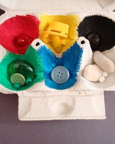 Egg Carton Color Sorter. See this, and 10 more preschool color activities in our round up!