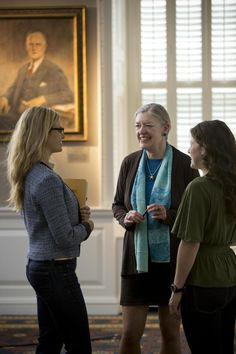 Faculty Member Catherine Snow Meets with Students in the Eliot-Lyman Room