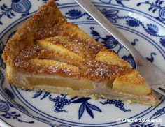 Legendární jablečný koláč z Normandie 29. září 2011 v 18:31   Alena   Francie z kuchařky Normandie je dobře známá pro svá jablka, v kuchyni se toto ovoce používá jak na sladké, tak i slané pokrmy. Jablka se používají na výrobu jablečného vína Cider a jablečné brandy Calvados. Zbytek jablek často používají na tento jednoduchý, ale velmi chutný koláč. A tak jako všude, každá rodina má svůj vlastní a osvědčený recept