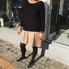 """""""Her har jeg sat en lækker strik udover bzr kjolen for at laveste mere cool look Kjole 1199,- Strik bluse 799,- #bzr #trilou"""""""