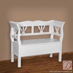 Sitzbank PALINA weiß B117cm Pinie Massivholz - Handwerkskunst alter Tradition und viel Liebe zum Detail formen die Silhouette dieses Möbelstücks. Nehmen Sie Platz und genießen Sie Landhausstil in vollen Zügen!