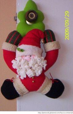 Santa y Reno Patiando Christmas Crafts, Christmas Decorations, Christmas Ornaments, Holiday Decor, Christmas Stockings, Elf, Santa, Merry, Crochet