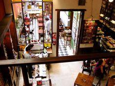 1- Caleidoscopio, Belgrano R A pasos de la estación Belgrano R y de la gran pizzería Croxy, Caleidoscopio es la librería más chiquita y más copada que vas a encontrar. El espacio no te da mucho mar…