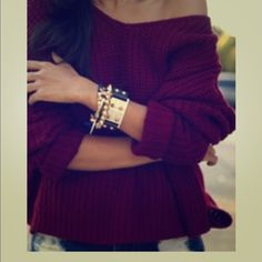 Maroon Sweater High Low cut. Worn once. Maroon sweater is perfect for fall! ❌NO PP NO TRADES❌ Sweaters Crew & Scoop Necks