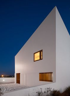 Love... House in Mexilhoeira Grande by Marco Arraiolos