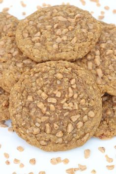 Brown Sugar Oatmeal Toffee Crunch Cookies - chewy with a slight crunch in every bite from sweet little bits of toffee.(might try without oatmeal ) Best Shortbread Cookies, Toffee Cookies, Oatmeal Cookies, Yummy Cookies, Just Desserts, Delicious Desserts, Yummy Food, Health Desserts, Healthy Food