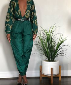 Emerald Gold Adorned Jogger (L) Classy Outfits, Chic Outfits, Trendy Outfits, Vintage Outfits, Vintage Fashion, Fashion Outfits, Black Women Fashion, Look Fashion, Womens Fashion