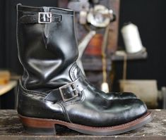 Engineer Boots e Harness Boots: Botas Masculinas Com Estilo Biker - Canal Masculino Par Ideal, Harley Davidson, Rave Outfits Men, Chelsea, Fashion Boots, Mens Fashion, Engineer Boots, Motorcycle Boots, Tall Boots