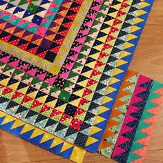 Planning the next rounds, but don't want to overthink it too much #oldquiltsnewlife #mosaicquilt #sarahfielke
