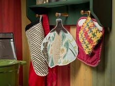 Sew Your Own Pumpkin Potholder >> http://blog.diynetwork.com/maderemade/how-to/sew-a-patchwork-pumpkin-potholder?soc=pinterest