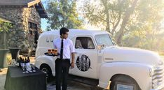Tap Truck's mobile bar service is great for weddings and special events. Select beer, wine, or cocktails and receive a custom beverage selection with a vintage truck to match. Usa Mobile, Mobile Bar, Bar Catering, Catering Services, Vintage Trucks, Old Trucks, Diy Wedding Bar, Wedding Catering Prices, Toronto