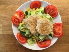 Karbonader av kylling og kalkun, her med salat