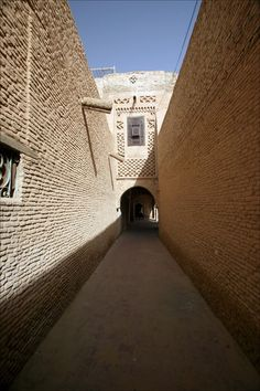 High walls of the medina in Tozeur.