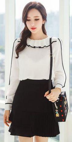 Rufflle and Pleat Asymmetrical Skirt - Classy Outfits Asian Fashion, Girl Fashion, Fashion Dresses, Hijab Fashion, Womens Fashion, Blouse Styles, Blouse Designs, Classy Outfits, Casual Outfits