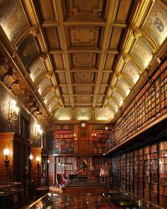 Château de Chantilly, Library, Picardy, France.  Adolescente, c'etait mon endroit prefere. Les livres sont magnifiques...