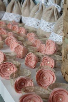 Craft Ideas for Rustic Wedding Felt Flowers, Fabric Flowers, Paper Flowers, Felt Crafts, Diy And Crafts, Rustic Napkins, Napkin Folding, Diy Party, Diy Wedding