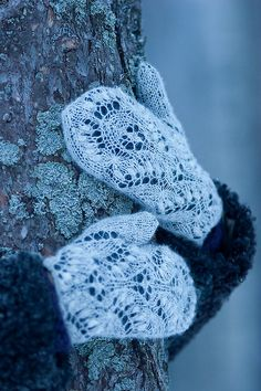lace over solid--could do this with any lace pattern, put over solid fleece undermitt