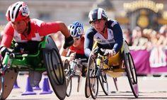Shelley Woods en route to winning the silver in women's T54 marathon