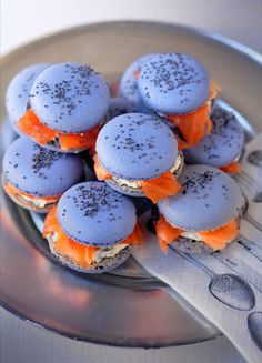Smoked Salmon Macarons – Cheap Party Appetizer & Best Snack Food To Go Idea - Bored Fast Food Snacks Für Party, Appetizers For Party, Appetizer Recipes, Snack Recipes, Food To Go, Pavlova, Cheesecake Recipes, Chefs, Food Inspiration