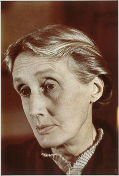 Author Virginia Woolf, portrait by Gisèle Freund. (1939) Centre Georges Pompidou.