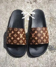 How To Wear Nike Slides Sandals Ideas Lv Shoes, Hype Shoes, Me Too Shoes, Shoes Heels, Shoes Sneakers, Flats, Louis Vuitton Slides, Louis Vuitton Handbags, Louis Vuitton Flip Flops