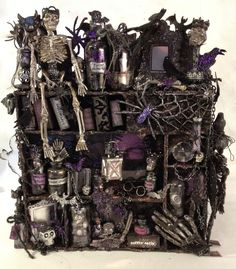 annes papercreations: Mixed media Halloween castle configuration box with a spooky adventure story w/video tutorial; Halloween Diorama, Halloween Mini Albums, Halloween Shadow Box, Halloween Miniatures, Haunted Halloween, Halloween Party Supplies, Halloween Projects, Fall Halloween, Halloween Decorations