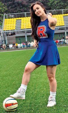 http://www.bolly-reporter.in/2016/03/fashion-police-hot-elli-avram-in-cute.html  Elli Avram as cheerleader