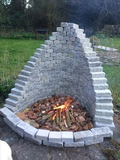 Most recent Images Fireplace Outdoor backyard fire pits Ideas Planning for an Outdoor Fireplace? Outdoor fireplaces and fire pits develop a warm and inviting area Cool Fire Pits, Diy Fire Pit, Fire Pit Backyard, Backyard Patio, Backyard Seating, Sloped Backyard, Diy Patio, Outdoor Seating, Fire Pit Plans