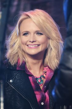 Miranda Lambert's hair and make-up are to die for! Adorbs!