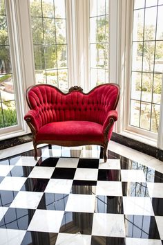 black & white checkered floor, settee-Love the chair and love the floor (I have black and white checkered floors in my room already though) the chair, that's would be new
