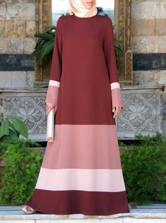 SHUKR's long dresses and abayas are the ultimate in Islamic fashion. Modest Wear, Modest Dresses, Modest Outfits, Abaya Fashion, Fashion Wear, Fashion Dresses, Hijab Style Dress, Casual Hijab Outfit, Islamic Fashion