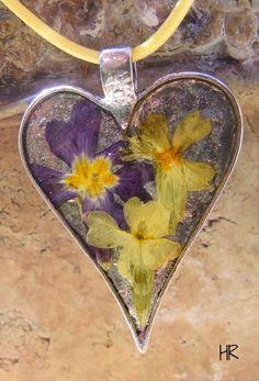 Tavaszi virágok My Works, Moth, Insects, Animals, Jewelry, Animales, Jewlery, Animaux, Jewerly