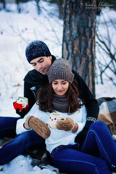 I love winter. Romantic Couple Images, Couples Images, Couples In Love, Beautiful Couple, Couple Photoshoot Poses, Couple Picture Poses, Couple Posing, Couple Pics, Winter Couple Pictures