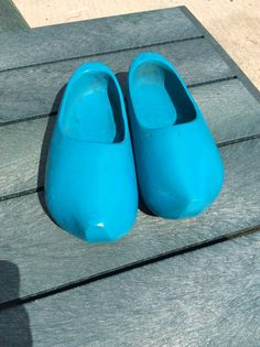 1f30ec47b4 Rust-oleum Lagoon on an old pair of wooden shoes