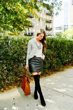 16 Cute and Cozy Thanksgiving Outfit Ideas Do you know what you're wearing on Thanksgiving yet? Read this post for 16 casual Thanksgiving outfit ideas. Cute Skirt Outfits, Cute Winter Outfits, Cute Skirts, Holiday Outfits, Trendy Outfits, Cool Outfits, Thanksgiving Outfit, Thanksgiving Ideas, Skirts With Boots